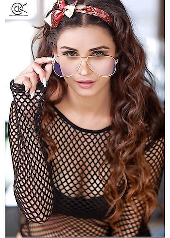 @iamchetnapande #fashionquotient #sexylook #roposo-photoshoot #pose #glasses #cuteness-overloaded #roposocontest