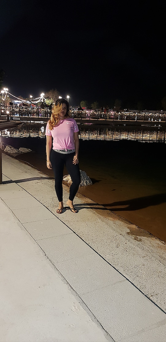 beauty doesn't need filter #nofilterneeded #lastnight #weekendvibes #rops-style #victoriassecret #pink #casualchic #latenight #dubai #fashionista #followmeoninstagram #followme 🌟🔝🔥