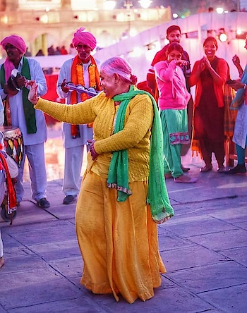 #old-is-gold #oldwildwest #oldone #ropo-old #oldage #-old #oldlove #old-bold #roposo-old #best from old clothes❤😎 ##old is #gold.yes #yamaha #roposo-dance #desi-dance #ropo-itom-dance