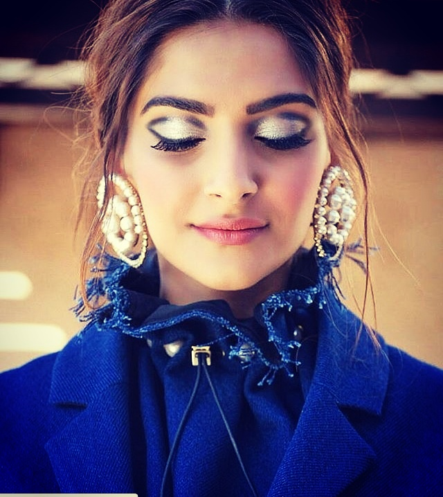 Beautiful💓💓💓💓 #roposo-style #ropo-good #roposo-makeupandfashiondiaries #celebritystylist #fashiongirl #fashioncrab #goldenglitter #sonamkapoor #celebrityinspired
