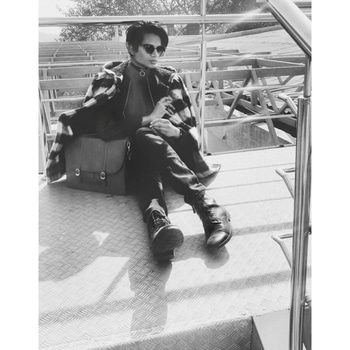 🍠 Sun baking like a potato 🍠  #ropo-love #roposo #roposodaily #menonroposo #instalove #instadaily #dailypic #dailyfashion #coat #oversized #overcoat #choker #chokernecklace #metalchokernecklace #metalchoker #sunglasses #boots #leather #model #bloggerdiaries #blogging #bloggercommunity #delhi #delhifashionblogger #delhifashionblog #indianfashionblogger #indianyoutuber #youtubeindia  #coats