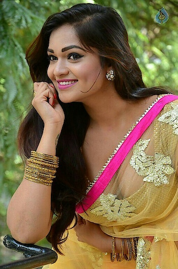 #girls #ropo-girl #filmistaan #desigirl #sexy #dimples #cute