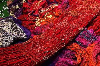 અમારી ખાસિયત ગુજરાતી બાંધણી😍😍😘 #rangoli #creative #artlovers #art #bandhani #bandhej #gujarat #gujaraticulture #gujaratistyle