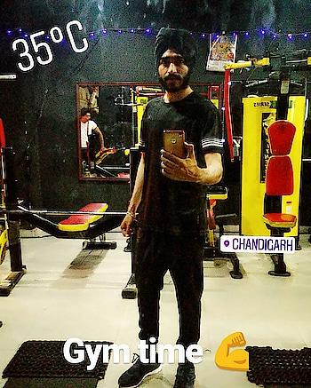 Gym time 💪  Second weekend working hard • • • #selfie #fitness #nurse #gym #girlswholift #love #gurpreetonline #cycling #bcn #aesthetics #bikinifitness #bodybuilding #sportlife #fashion #fitspo #fitmom #fitnessjourney #fit #flexingladies #gains #glutes #hardbody #motivation #outfit #physicue #transformation #body #lifestyle #фитнес #фитнесбикини