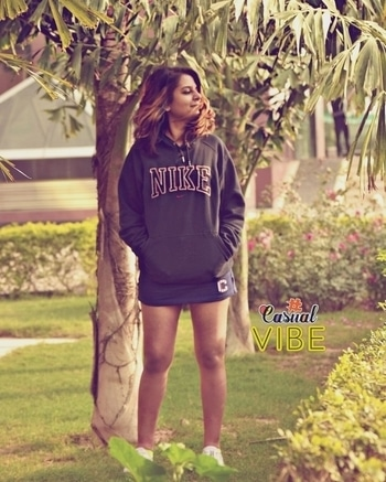 Fighting my Monday blues in the Pantone greens. . . . . . . . . . . . . . . . . . . PC Pallavi . . #sweatshirtvibes #collegefeels #blues #mondayblues #sporty #candid #athleisure #winterlayering #denim #fashionoftheday #fashionblogger #fashionist #indianstylist #indianblogger #indianfashionblogger #OOTD #outfitoftheday #outdoors #outfitideas #outfitinspiration #whatiwore #whattowear #looks #lookbook #aboutalook #streetstyle #maxi #blackandred #hooksandnooks