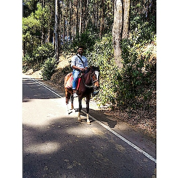 Some Where in Pykara Village 😍 . . This was the Second time i did the Horse Riding 💓 . PC : Guide (Naam ni poocha Uska) . Btw New Video is Out | Link is in Bio . . #pykara #horseriding #ooty #travellerguy #travelislife #amitian #delhiyoutuber #thezahidtravels #socialinfluencer #digitalinfluencer #wanderlust #vivophotography #travelphotography #igtravels #travel #traveller #thezahidakhtarvlogs #fashion #ootydiaries #noidayoutuber #lucknowyoutuber #indianvlogger #quadbike #indianyoutuber #lucknow_igers #vlogger #malereviewer