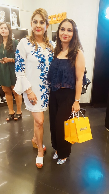 An eve with Make up Diva Meenakshi Dutt  store launch SHAZ'E  ##event #fashion #jewellery #newstore #glamour #lifestyle #trends #nowtrending #makeup #diva #soposo #soroposo #roposoaddict #roposodiaries #new-style
