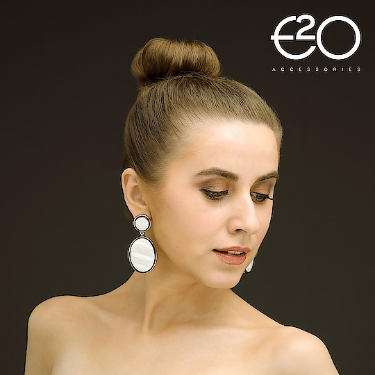 Make a classy statement tonight with this gorgeous drop earrings . . . . #e2o #e2ofashion #fashion #style #handbag #accessories #jewelry