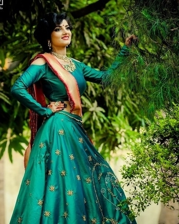 This fresh & lively #monsoon bride gives us bridal goals...   Shop for such refreshing outfits from WedLista.com for your mehendi ceremony.  Pic Couresy:@ffstudio  #WedLista #FashionForWedding