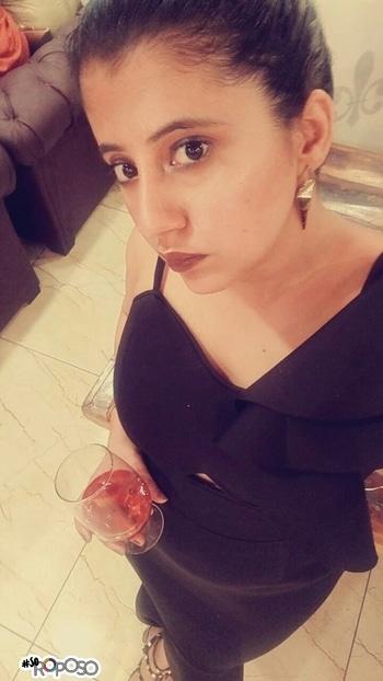 #soroposo  Black is FASHION .  #highlight #beauty  #makeup #wintermakeup #boldlips #vampire #celebrity makeup #highbun  #bun  #hair  #fashion #12k #2017 #2018