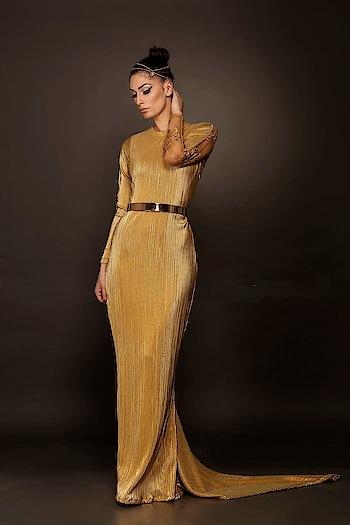 The power of #Gold is irreplaceable... Our heatpleated metallic gown speaks elegance @labelnityabajaj  #Gold #metallic #pleated #eveninggown #eveningwear #nityabajaj #labelnityabajaj #ritzbynityabajaj #goldfoil #foil #golden  Shop us at www.nityabajaj.com