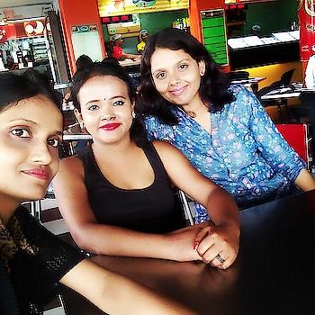 Glam me #glamlook #glamgorgeous #glowyskin #glowyspringmakeuplook #summermakeup #redlipstick #redlips #redlove #maybellinenewyork #kolkatadiaries #travelpics #roposo-love-friends