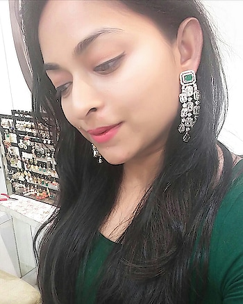 Today at @suhana_art_and_jewels...trying this beautiful emerald diamontic earrings!!   . #roposotalks #fashionquotient #lookgoodfeelgood #jewels #bridaljewellery #diamontic #emerald #earrings #suhanajewels #jewellerylover #jhumkas #earrings #diamonds #fashionbloggersindia #beautyblogger #roposoblogger #bloggersofinstagram #ootd #fashionpost #instafashion #delhidiaries #delhiigers #igers #follow4follow #like #followforfollow #bangaloreblogger #indianblogger #indianjewellery #twinklewithmystyle
