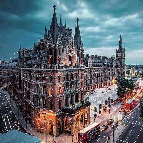 St. Pancras Renaissance Hotel, London.   ☀ ▪Tag Someone You'd Like Go With 😍!! ☀⚊⚊⚊⚊ ▪↪Go To Follow @eourh for other amazing photos and Videos 😊!!⚊ ⭐ ⭐ #eourh ⚊⚊⚊⚊ #exploreeverything #roposolove #mothersnature #traveladdict #nature_perfection #ourplanetdaily #worldcaptures #niceview #explorer #adventures #adventuretime #earth #adrenaline #traveling #travel #traveligram #travelphotography #sightseeing #tourists #watercolours #traveller #love #party #nature #window #house #paradise #incredible #roposo #style #friend #roposostylefiles #soroposo #forest