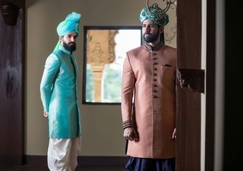 Turban tales yet again!!! Monochrome looks or contrast are way to go... Make sure the contrast is with appropriate details. @nayaan @shahnawazalam  #khushboomishrastyling #sylist #styledthis #turbaned #turban #sherwani #sherwanistyle #sherwanis #indiantraditionawear #groom #groom-wear #indianwear #weddindseasonlook #malemodel #indianmalefashion #floralprint #floraltales #monochromelook #contrasting #maharajalook #fashion #fashioncity #fashioncapital #roposo #roposotalks