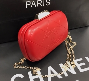 3⃣ Channel party clutches  Size : 6/4 approx   Rs 1350.onlyyy