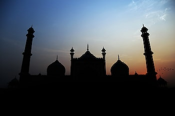 JAMA masjid - Silhouette Photography    #silhouette #silhouettephotography #photography #click #delhiclick #jama #jamamasjid #jamamasjidphotography #outdoorphotography #vivekbaghelphotography #silhouettepic #evening #sinset #wallpaper #nature #natureclick #photoshoot #lightphotography