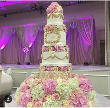 Extravagant Cakes!! #cake #cakedecorating #weddingcake #huge #flowers #tall #pastel #weddding #weddinginspiration #weddingcollection  #wedding