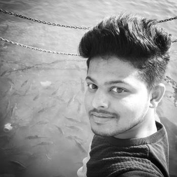 #travel #explorer #travelling #narmada #river #fish #selfiewithfish😜😝 #crazy #fun #masti #black-and-white #bw_photooftheday #blackandwhitephotography