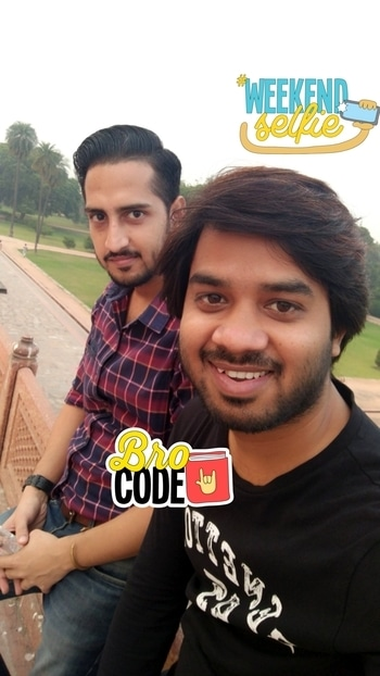 Happiness is hanging out with best pals. #hangout #bff #humayunstomb #best-friends #1moreselfie #weekendselfie #brocode #selfienation