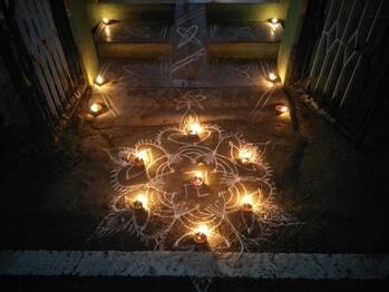 it is Karthigai deepam today!!! 😍🙏🙏🙏 let the positive vibes pervade among everyone!!!  #tamilnadu #festival #tradition #deepam #karthigaideepam #cuddalore_suvai #light #divine #positivevibes #sivan #murugan #