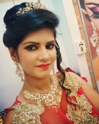 #selfie #selfieoftheday #selfielove #selfiequeen #selfietime #picoftheday #gown #redgown #delhi #ghaziabad #delhigirl #picoftheday #look #lookbook #stylish #wedding #weddinglook #partylook #hairstyle #hairstyleoftheday #indianwedding #stylish #glam #diva #soroposo #roposolove #roposotimes #1moreselfie