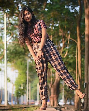 When you are mixing prints, you don't need much fashion accessories. They are enough to steal someone's attention. . . In collaboration with @romwe_fashion . . . . . .  plaidgamestrong #plaid #plaidpants #trousers #taperedcut #taperedpants #romwefashion #romwecollaboration #kolkatalifestylebloggers #kolkatafashionbloggers #kolkatafashionblogger #indianfashionblogger #kolkatablogger #suspenders #ootd #casualstyle #kolkatatramways #TheTinkerSoulXRomwe