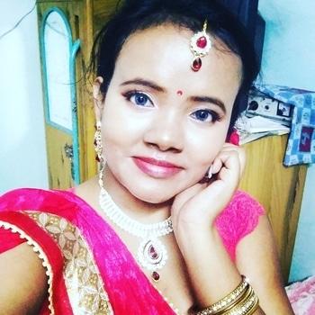 Blue eyes wid red lips #redlipstick #blueeyes #contactlenses #nyxcosmetics #traditionalwedding #makeup #ethnic-wear #ethniclook #wintermakeup