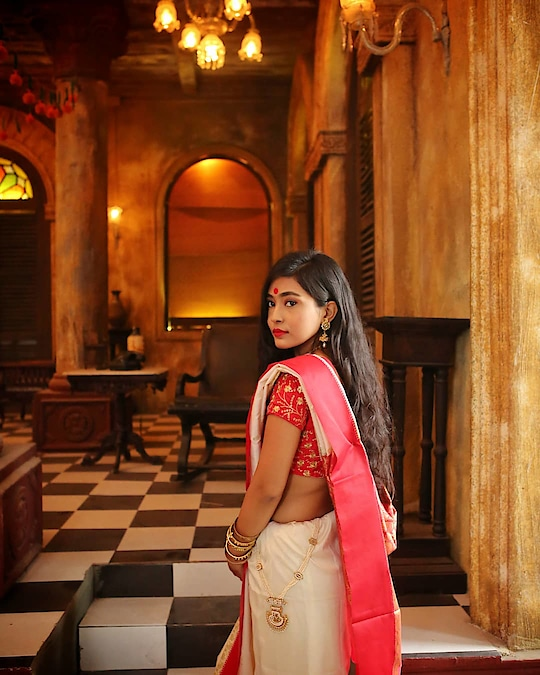 Mrinal ki chithhi 💗  Read the full story and see all the pictures on my blog. www.thetinkersoul.com  Direct link is in my bio  . . #storiesbyrabindranathtagore #kolkatafashionblogger #sareeblouse #sareeblogger #bloggersofindia #saree-navel #kolkatadiaries #kolkatagram #kolkatabeautyblogger #kolkatainfluencer