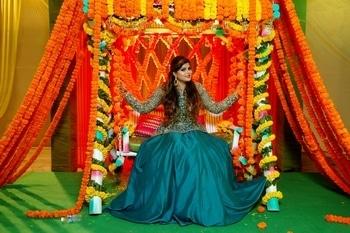 mehndi ki raat, ladies sangeet #decoration #asianwedding  #mehandi #Heena #Indianwedding  #mehndifunction  #fashion # #stylish #photooftheday #traditional #celebration #handmade #culture #design#wedding#indianbride#asianbride#ootd#lookbook#lehenga#jewellers#nyc#mua#dressyourface#embroidery #mehendi