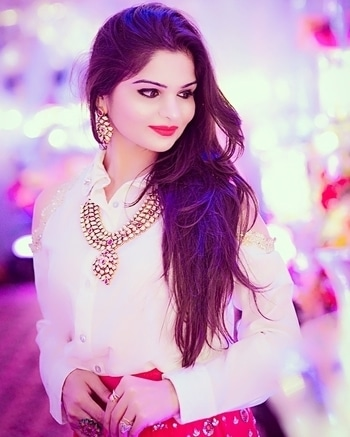 #ethnicwear #indowestern #kundan #redlipstick #redlove #lehenga #shirts #zardosi #zardozi #indianfashionblogger #indianwear #royal #royaljewellery #shootdiaries #weddding #weddingwear #stylingbyanika #imageconsultant #fashionconsultant #styleconsultant #bloggerfashion #instafashion #instablogger #instalove #roposo #roposogal