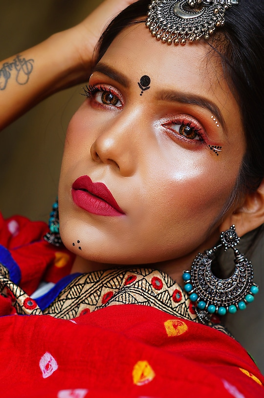 Navratri is here... So here is my one of my Navratri look. I have always loved garba looks and thought of creating my version.  Show some love 🙈🙈  Lens: @freshlook_in (Hazel) Lipstick: @lacolorscosmetics matte liquid lip color in shade Perception💄 . . #navratri #navratri2018 #garbalook #garbamakeuplook #garbamakeup #navratrimakeup #navratra #makeupartist #MakeupArtistBihar #makeupartistpatna #SnehaSakya #beautyinfluencer #BeautyBlogger #IndianYoutuber #desi #desimakeup #makeupslaves #roposolove #soroposo #lookgoodfeelgood