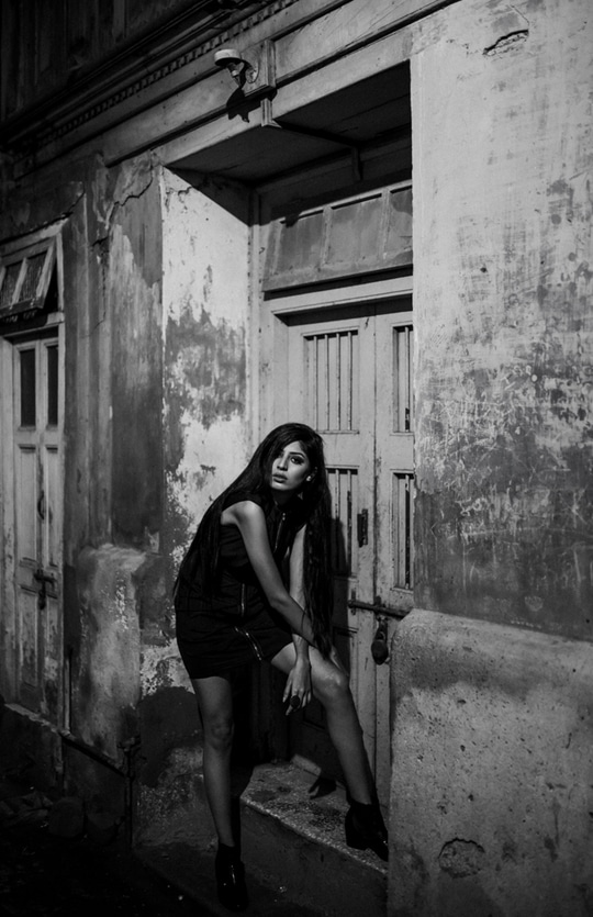 Waiting for you to come home #dreaming#fridaynight#streetphotographyindia
