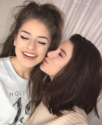 """Birthday kisses! 😘 My sister @jessica__brennan is now 19! (That means only one year left of our """"teenage vs twentysomething"""" series on YouTube 😭😂) wish her a happy birthday! Love her to pieces 💚"""