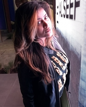 BE A GIRL WITH A MIND, A WOMAN WITH ATTITUDE, AND A LADY WITH CLASS.😎#latepost #lastnightpic #creek #cold #winterfashion #winter #feeling #good #beautiful #nofilter #nomakeup #lovemyself❤ #sexy #insta #instamood #instagram #dubai #hair #look #jackets #clicked #love #nightpic#dubai  #roposomood #feelingsexy #coldnights #lovedubai #dubaiwinters #creekside #beauty #nofilter #nomakeup