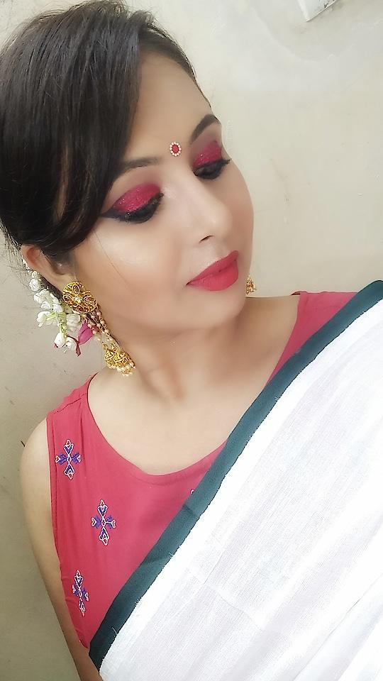 good morning    #roposo #roposo-style  #roposo-makeupandfashiondiaries #roposo-fashiondiaries #navratri #navratri2018 #makeup #eye-makeup #redeyemakeup