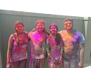 #holipic #colorblast #madnessoverloaded #entertainment #fun #enjoyement #withfriends #lovethecolor #masti #andmy #life 💗