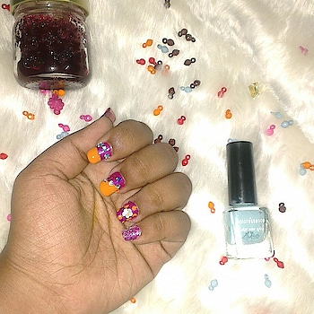 Weekend calls for a nail art!! Nail art love <3 Basecoat- konad Topcoat - Elle18 Nailpolishes from Maybelline and Colorresence are used!! #skincareblogger #thegoldiegirltales #chennaiblogger #makeup #roposoblogger #instablogger #organicblogger #trichyblogger #blogger #makeup #photography  #roposotalks #nailart #nailpolish #diy #weekendvibesonly