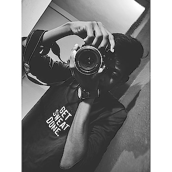 Let the exposures take.. ❤ #nikon #bewakoofofficial #d5300 #nikonlover #portraitphotography #monochrome #vintagestyle #savage #roposo #ropsofashion #roposo-style #bewakoof #18-55 #instagram