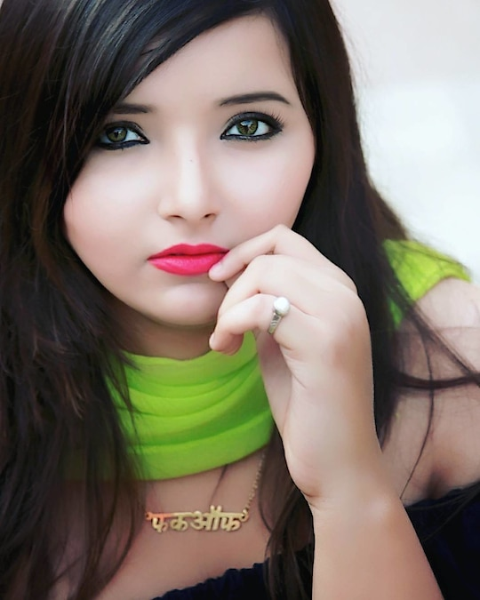 Never underestimate the power of the  perfect shade of lipstick. 💄 On my lips : maybelline mat 2 Neckpiece - @madeforyou_madeforyou  #details #makeuponfleek #maybelline #lovegreen #thevelvetvanity #fashionblogger  #beautyblogger #lucknowbloggers  #instablogger #wooplrinfluencer  #priyamaurya #likeforlike #followforfollow #picoftheday #fabebg  #facebookblogger #plixxoblogger #roposoblogger #reviewblogger #streetstyle #fashion #style #streetstyleblogger#trending #lifestyleblogger #soroposo #roposotalks  #indianblogger #streetstyle #lucknowblogger