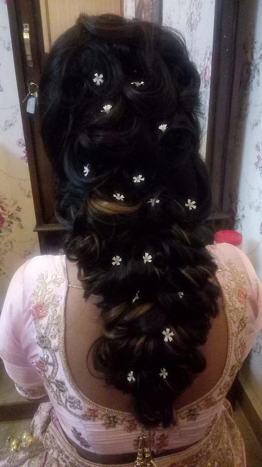 @makeup__orchid   #hairstyle #advhairstyling#backlook#originalflowers#destinationwedding#eye-makeup#partymakeup #roposobeauties#happyclienthappyus