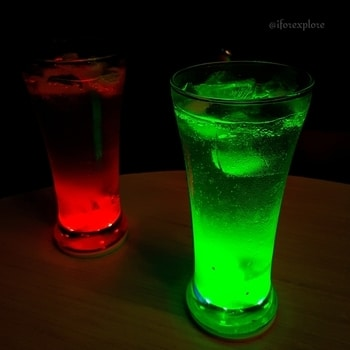 Tried something really interesting... A glowing mojito. And plus, it was color changing...#colors #neon #neoncolours #newtrend #glow #mocktails #foodblogger #foodbloggersindia #foodblog #blogging #indianblogger #indian  #blogger #lifestyle #lifestyleblogger #foodtravellifestyle #foodtalkindia #foodmaniacindia #foodbae #food #drinks #roposotalenthunt