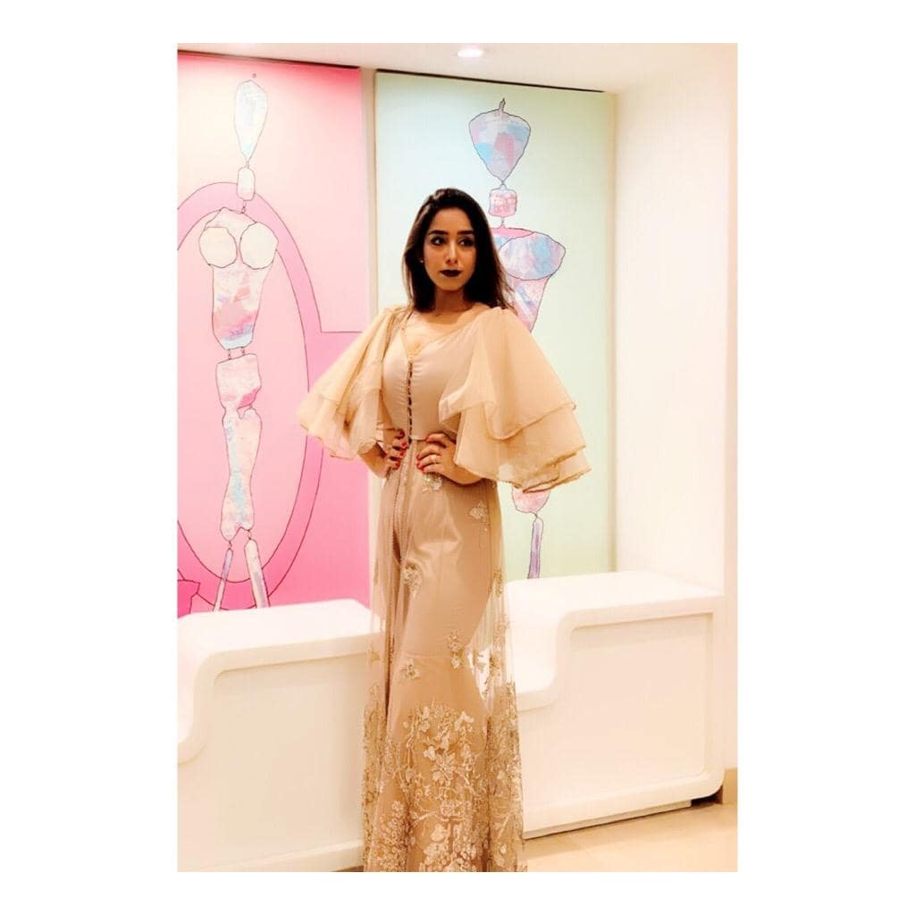 The lovely @mansheelgujral in #meshbynityabajaj crystal cutwork jacket and tiered ruffle pants. Don't miss our ruffled organza Victorian sleeves 😍 Styled by @mitikashah #labelnityabajaj #NityaBajaj #mansheelgujral #singer #bollywood #mesh #autumnwinterfestive2018