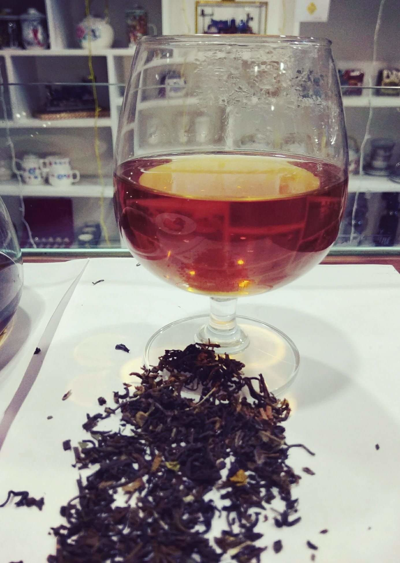 """Tea Connoisseur Sushmita Das Gupta says """"Tea is not very different from wine. If  you were to compare their aromas and flavours, High-end tea is quite  capable of triggering our senses the same way fine wine does"""" ..  #DineDazzleDive #WhistlingKettle #Kolkata"""
