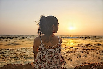 I'm super excited to share my 2018 resolutions and what fun stuff material girl has in store! . Check the full post, Link in Bio 👆🏼🌸 . 📷 : @rahulprabhu  #materialgirl  #resolutions #nye2017   #newyearsresolution   #mumbaiblogger  #delhibloggergirl  #personalstyle  #sunset  #goachilling  #goals2017  #2018fashion  #resolutions  #experience #goablogger  #followmeonroposo  #thoughtsoftheday  #fridayfun  #tgif   #weekendvibes  #goa2018  #instagood  #tbtogoodtyms  #relaxed  #beach  #beachplease  #unwinding   #ontherocks  #party-wear