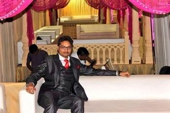 Harsh Zalavadiya #harshzalavadiya #weddingfashion #weddingdiaries #jacket #jacketlove #fashion #swag #swaggerlifestyle #swag_look #swaggerboy #studs #royal