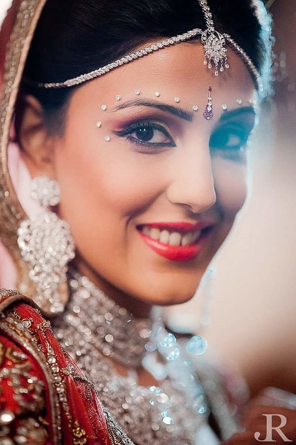 #bride #indianbride #beautiful #makeup #hairstyle #makeupandbeauty #colorful #ropodaily #roposolove #roposo-makeupandfashiondiaries  #makeupby #vipulbhagatmakeuandhair @josephradhik