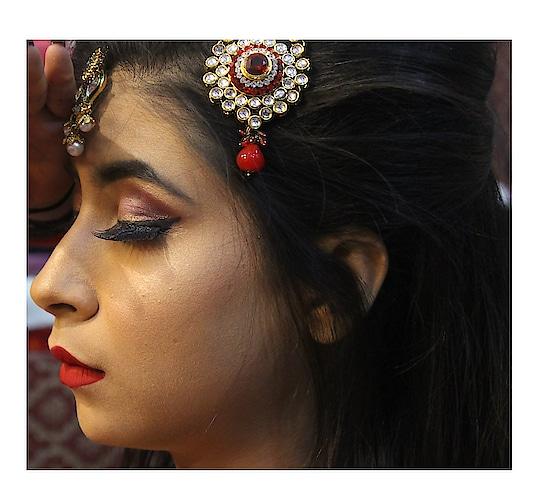 N E W  B L O G  L I N K  I N  B I O I was so much excited to post this blog😍 Did a tie-up with @namratachouhan_mua  I hope you guys will like our work and efforts ❤ . . . . . . . . . . . . . . . . #diksha #fromposetocloth #makeup#hudabeauty#hudabeautylipstick#huda#morphe#morphe350palette#mac#highendbrand#makeupbynamrata#blog#blogger#asrblogger#amritsarblogger#firsttieup#krylon#kyrloncosmetics#makeuplook#sdmdaily#popxo#fashion#bridallook#plixxo#beingbloggers