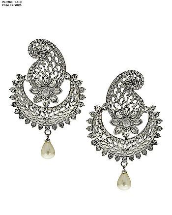 This season Anuradha Art Jewellery Presents beautiful and elegant pair of Tradtional earrings. To Order this product  Whatsapp us on: +91 8888893938 or else visit our website:  anuradhaartjewellery.com . . . . . .. . . . .  #Traditionalearrings #earrings #diamondearrings  #earringsforwomen #earringsforgirls #earringsonline  #Indianearrings #earringsonlineshoppingatlowprice  #anuradhaartjewellery #partywearearring #chandbaaliearring #mumbai #pune #banglore #kolkata #delhi #Roposojewelry  #roposofashion