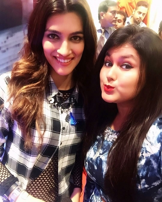 It was lovely meeting Kriti Sanon for Ms Taken at Shoppers Stop, Kolkata!! 💖😇👍 #ootdshare #lovestruck #talents #thecelfieprincess #bloggerdiaries #kolkatablogger #instalove